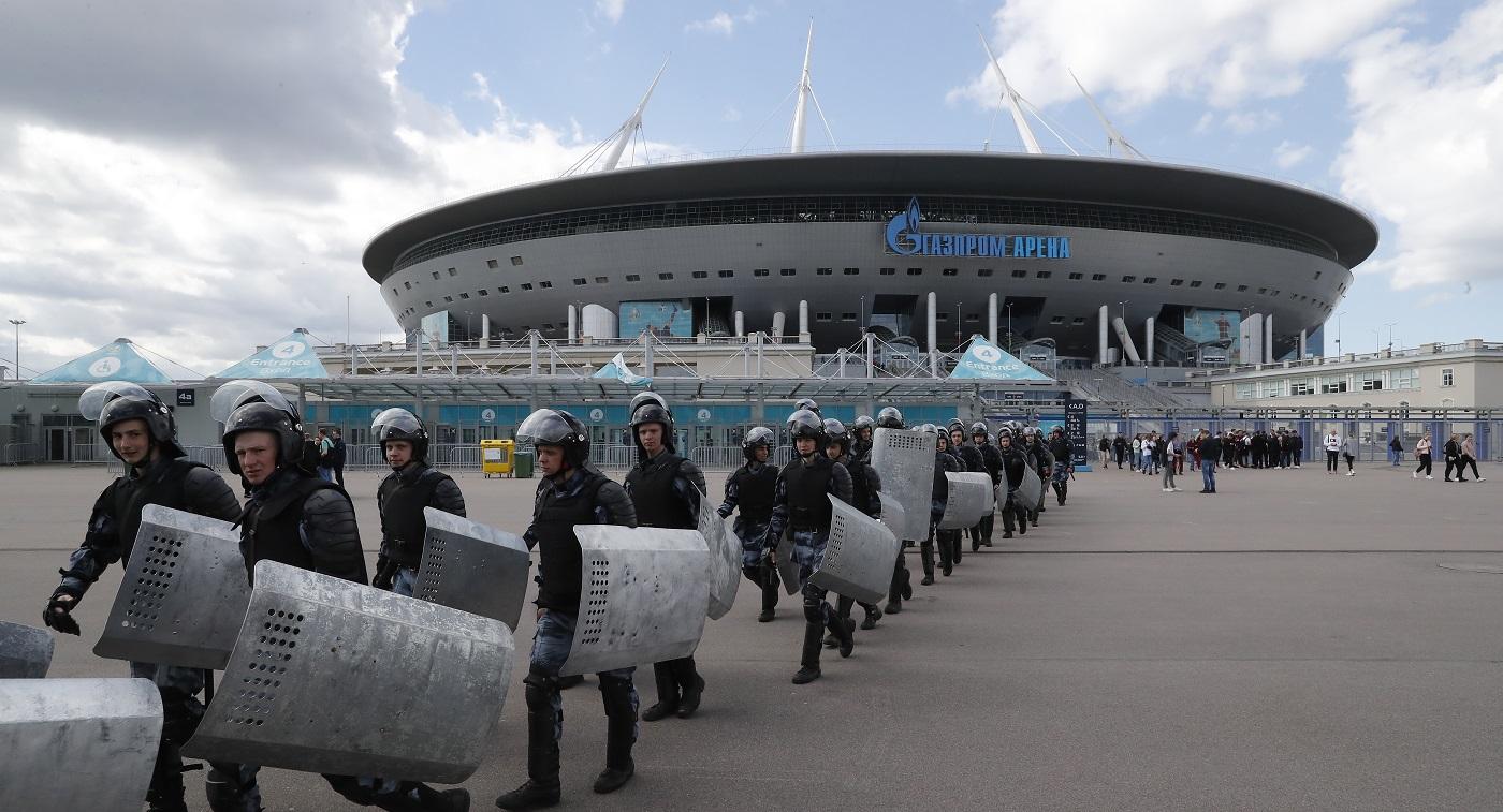 Иностранные болельщики и тренировки ОМОНа. Как Петербург готовится к Евро-2020 - фото