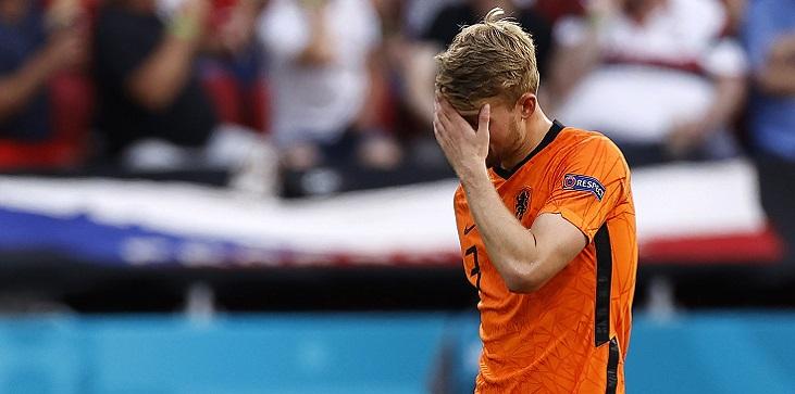 Де Лигт не высказал Карасеву претензий по поводу своего удаления в матче с Чехией - фото