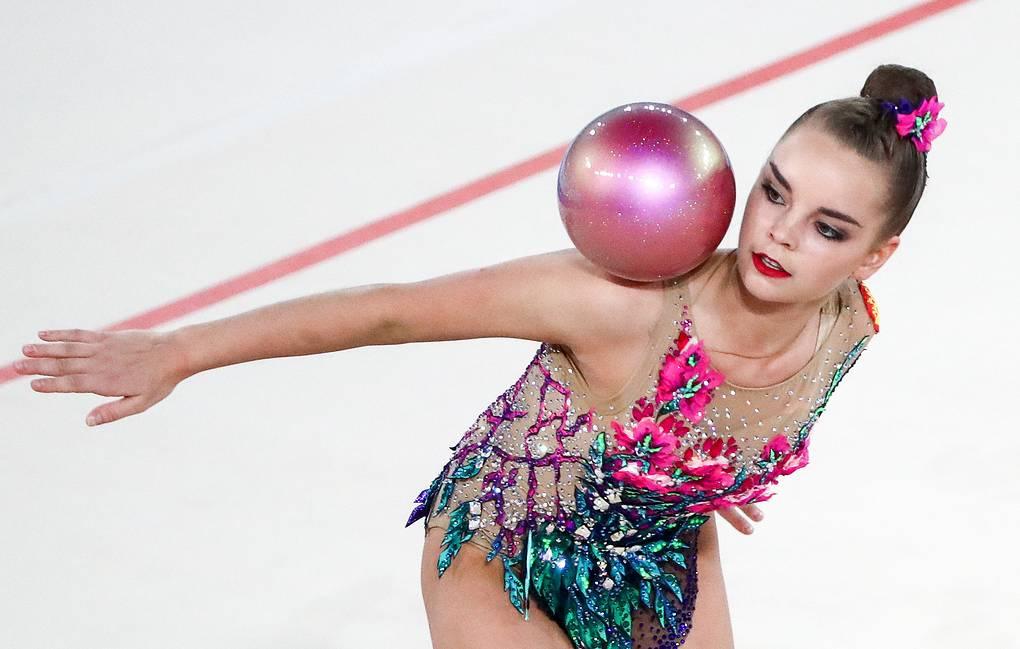 Российские гимнасты возглавили медальный зачет на Чемпионате Европы - фото