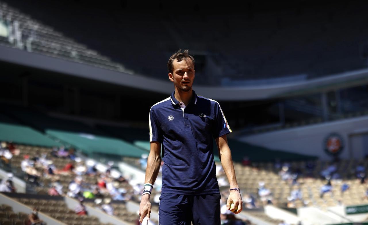 Тарпищев оценил выступление Медведева на Олимпиаде - фото