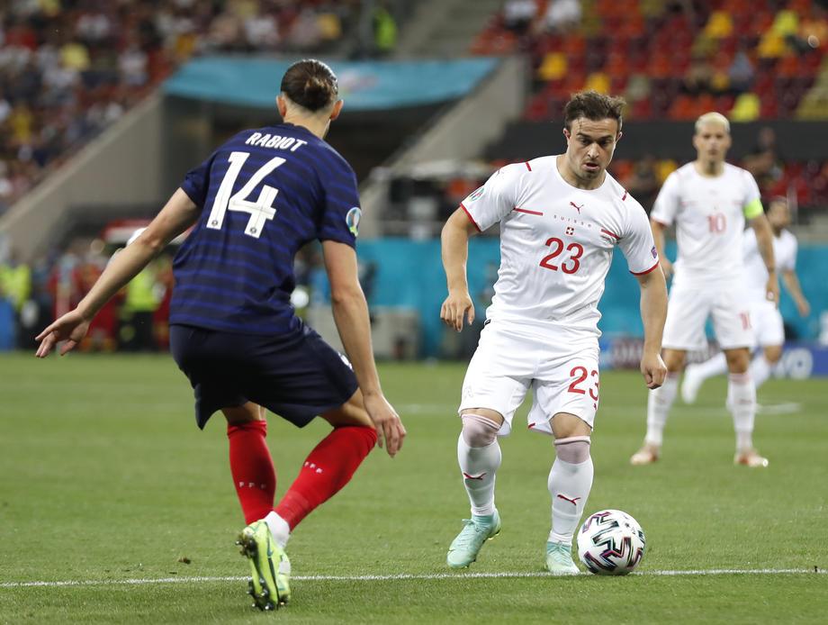 Капитан сборной Швейцарии: Мы умеем не только обороняться, но и забивать, французы подтвердят - фото