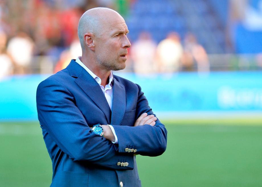 Тренер «Оренбурга» перейдет в клуб, имеющий больше влияния на судейский корпус - фото