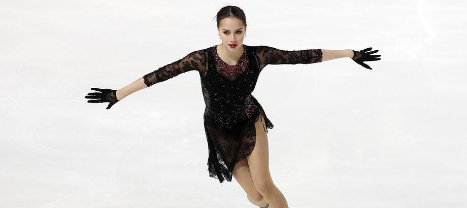 Алина Загитова заявила, что планирует вернуться к выступлениям на соревнованиях в следующем сезоне - фото