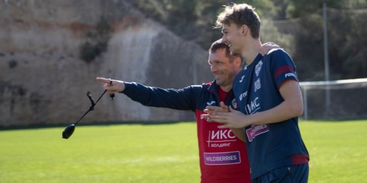 Полузащитник ЦСКА Бохинен рассказал о работе с Березуцким  - фото