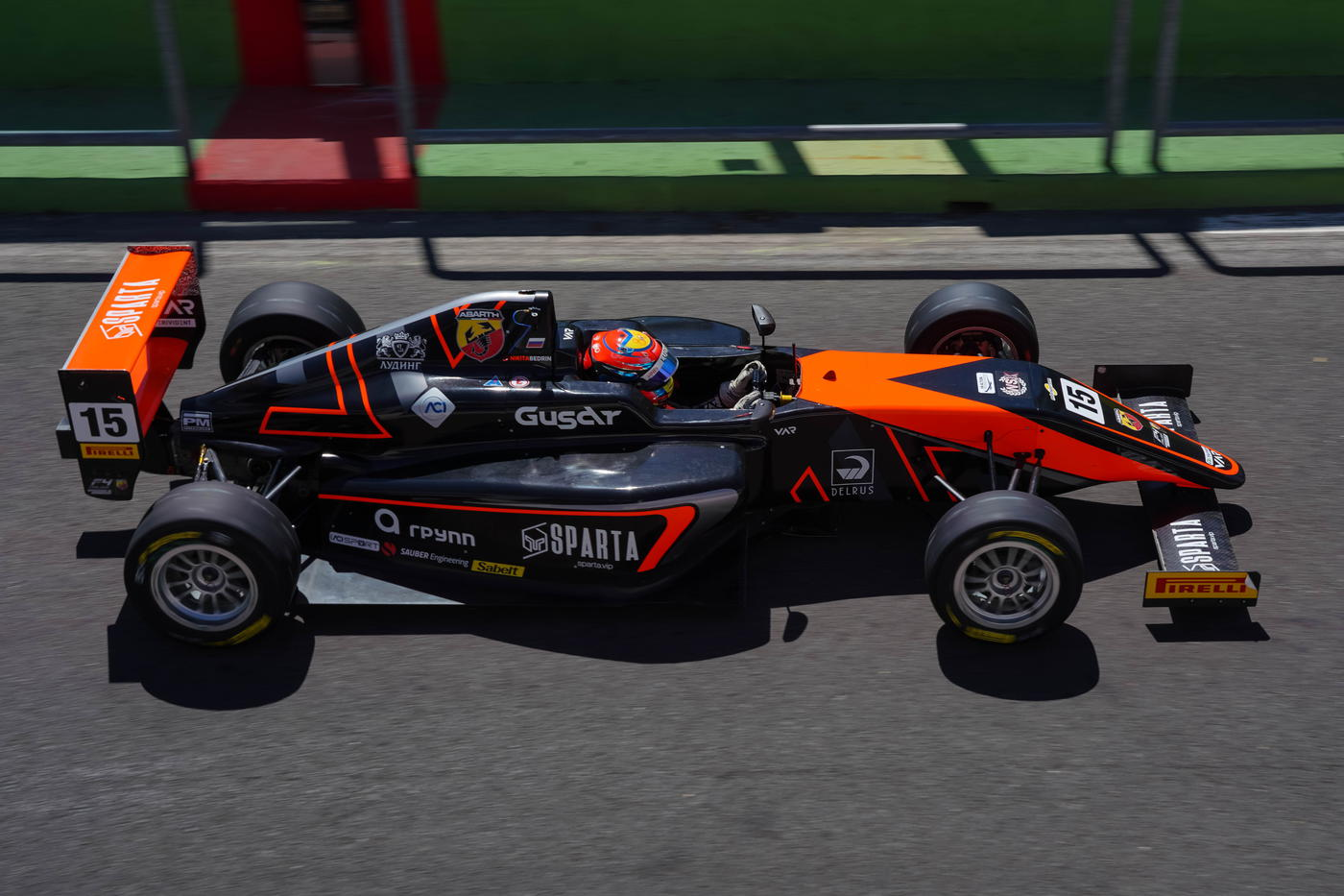 Столкновение и прорыв в топ-5! Боевой уик-энд россиян в итальянской Формуле-4 - фото