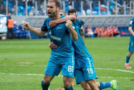Андрей Николаев: Иванович более классный футболист, чем Смольников. Серб не позволяет себе бестолковых падений в атаке - фото
