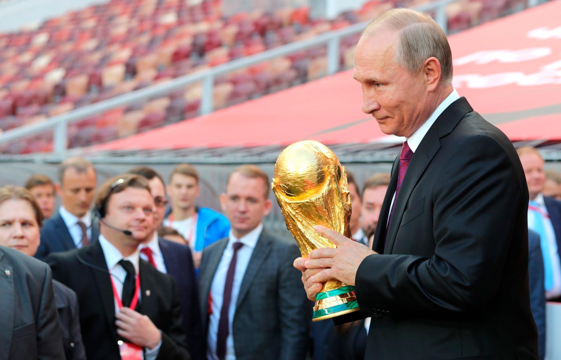 Со следующего сезона Кубок России должен вручать президент. Народ требует! - фото