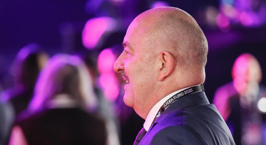УЕФА обязал ввести в сборные специалистов по коронавирусу - фото