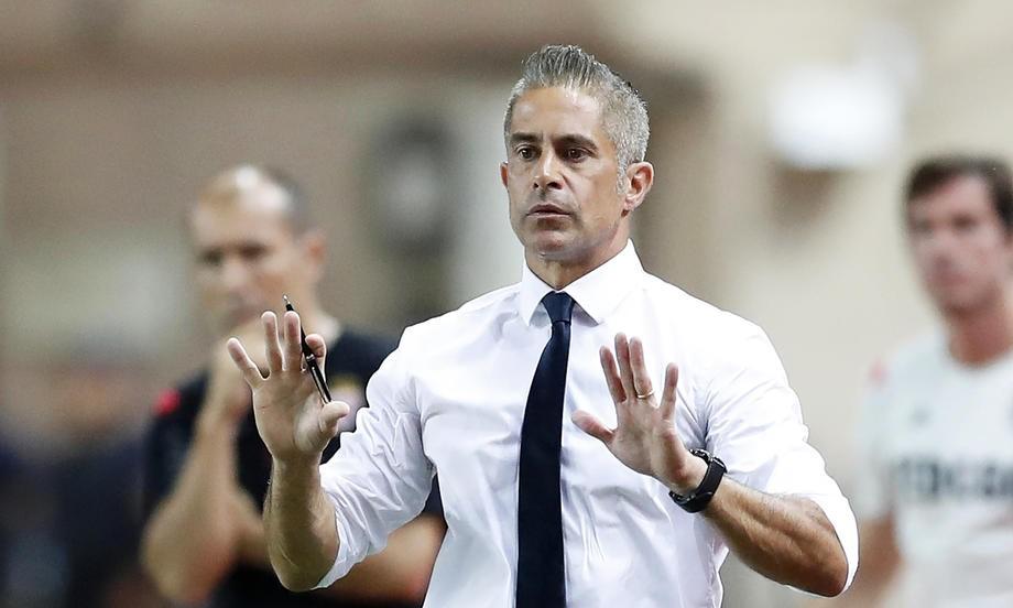 «Лион» уволил своего странного тренера. Соперник «Зенита» нацелен на Венгера или Блана - фото