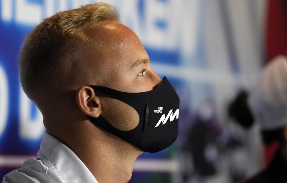 Российский гонщик «Формулы-1» выступит в шлеме с именами олимпийских чемпионов - фото