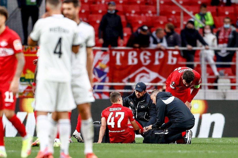 В сборной России не осталось крайних защитников. Собрали все травмы после Карпина - фото