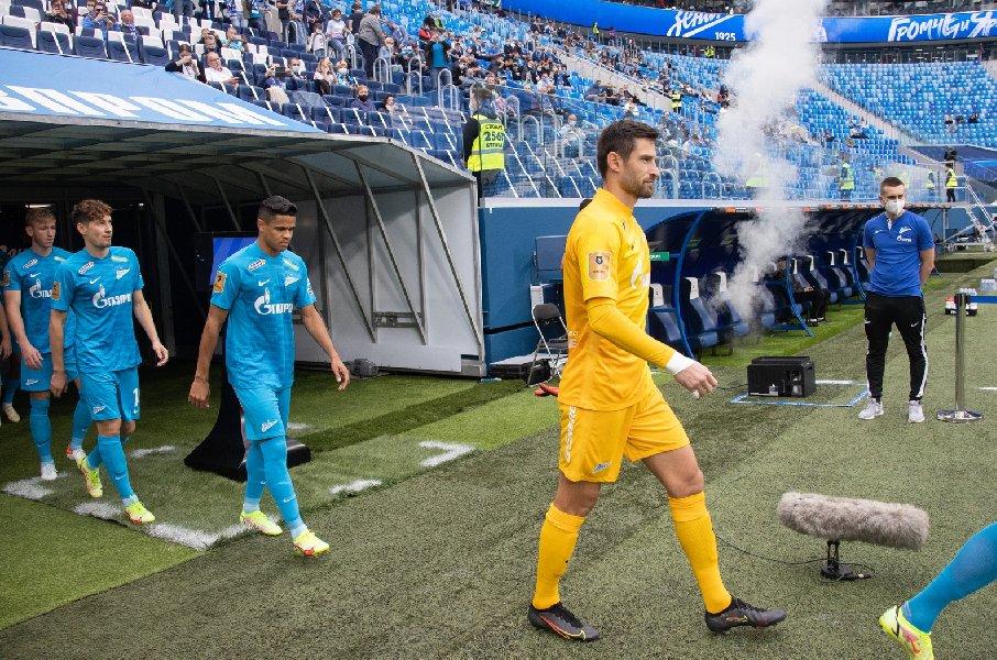 Главный тренер «Зенита» объяснил замену вратаря - фото