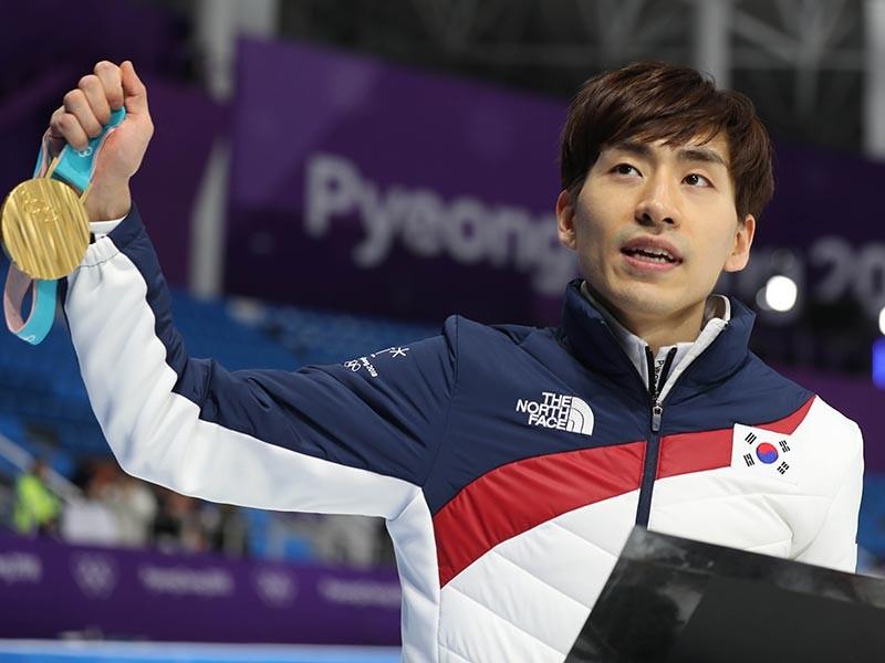 Двукратного чемпиона Олимпиады дисквалифицировали за избиение партнеров по команде - фото