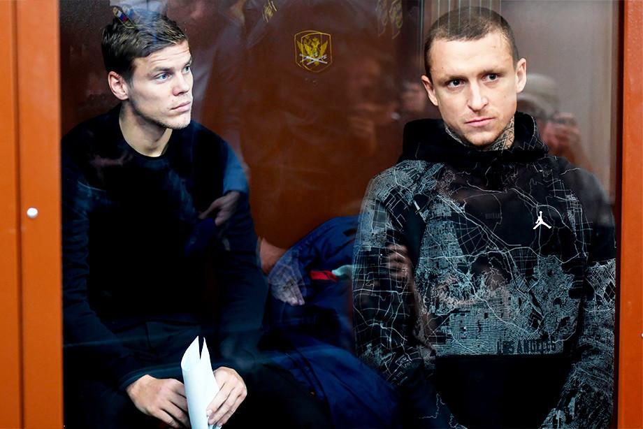 «Давайте все будем чуточку снисходительнее и добрее». Кто поддерживает Кокорина и Мамаева? - фото