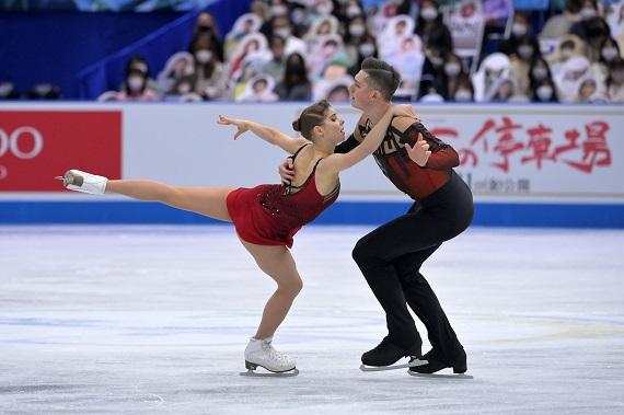 Мишина и Галлямов одержали победу в произвольной программе на КМЧ - фото