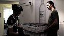 Невозможное возможно: Ибрагимович испытал на прочность курьера (ВИДЕО) - фото