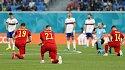 В английской прессе назвали позором отказ игроков сборной России встать на колени перед матчем с Бельгией - фото