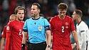Скандал! Судья вывел Англию в финал домашнего Евро - фото